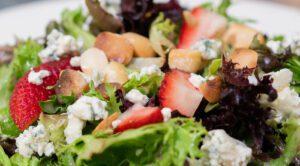 Strawberry-Macadamia-Nut-Salad